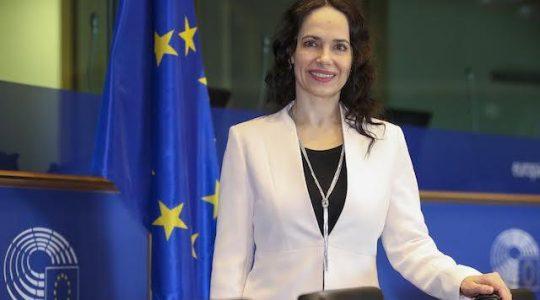 Poslankyňa EP Lexmann: Nielen rúško, ale ani biela stužka nie je hanba